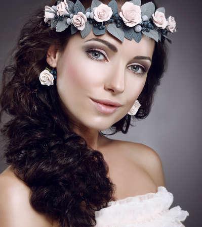 attractiveness: Perfecci�n Atractivo Cutie Fascinante llevaba corona de flores