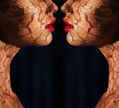 Volti Fantasy Due Donne con Traforo di fronte all'altro Reflexion