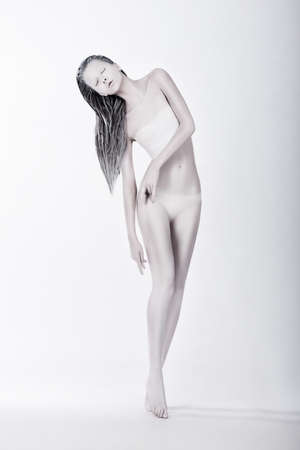 enigmatic: Art Bodypainting. Silhouette di Enigmatic stilizzato Femminile verniciato bianco Archivio Fotografico