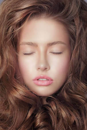 Pensive Fresh Womans Face with Closed Eyes and Curly Hair Imagens