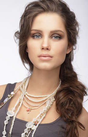 chainlet: Sophisticated Woman with Ornamentation - Pearly Necklace
