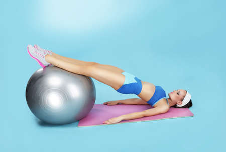 fit ball: Abdominal Exercise. Sporty Woman with Fitness Ball