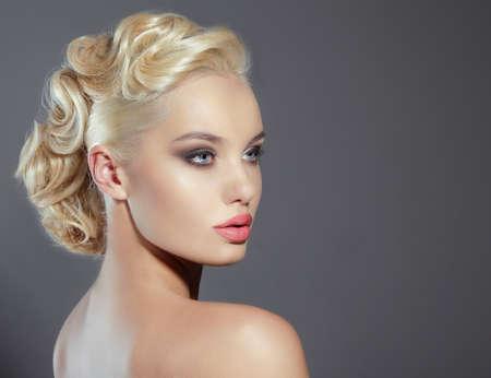 modelos desnudas: Retrato de la joven rubia Foto de archivo
