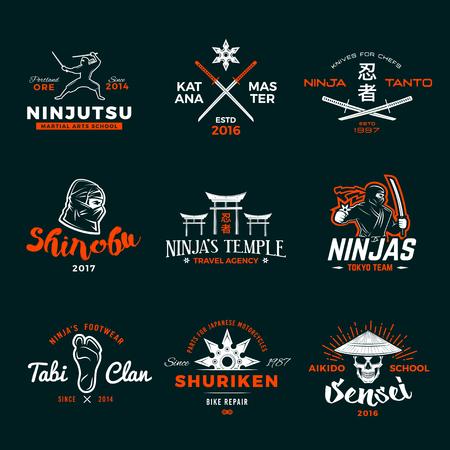 samourai: Ensemble de Japon Ninjas. Katana conception arme insignes. Vintage insigne ninja mascotte. Martial �quipe d'art t-shirt illustration concept de