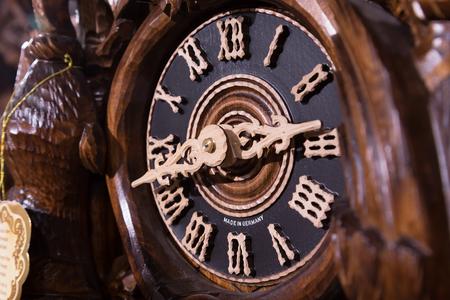 reloj cucu: reloj de cuco de madera de �poca, Triberg, Alemania