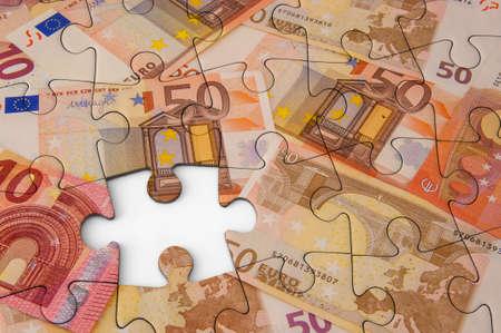 Euro bankbiljetten met puzzeleffect. Stockfoto - 48172729