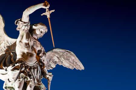 聖天使城ローマ彫刻夜 写真素材