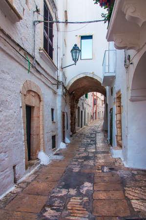 Une vue d'Ostuni, un beau village blanc en Pouilles, en Italie