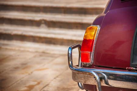 Fiat 500 dans la rue au centre de Locorotondo. Fiat 500 a été produit par la société Fiat de 1957 à 75.