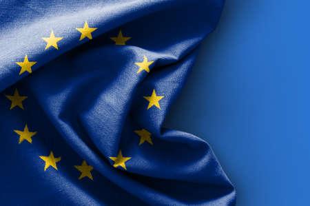 Drapeau de l'Europe sur fond bleu