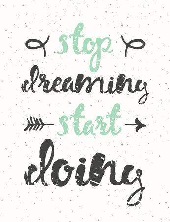 zeichnen: Hand kalligraphisches Zitat gezeichnet. Hör auf zu träumen, tun beginnen. Motivation Plakat mit sunbursts auf rosa Hintergrund. Illustration