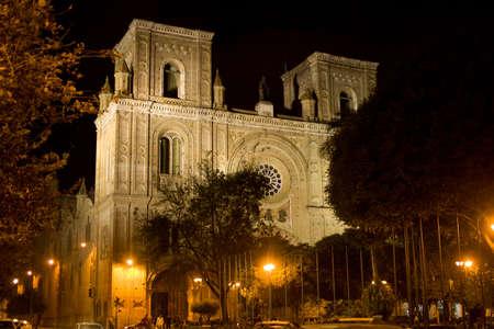 Éjszakai kilátás a székesegyház a Szeplőtelen Fogantatás, Cuenca Ecuador Stock fotó