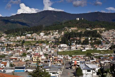 loja: Loja Ecuador, vista con monta�as de los Andes, y el cielo azul Editorial