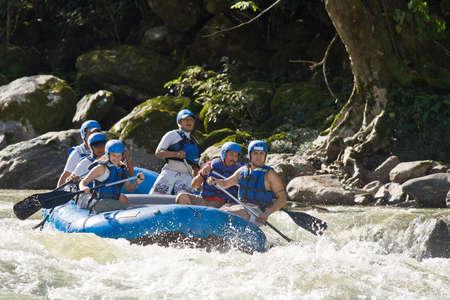 Region Zamora, Zamora, Ecuador, 27. April 2013. Wildwasser-Rafting Demonstration in Zamora Ecuador am 27. April 2013 beginnen. Extremsportarten demonistrations waren Teil einer Tourismus-Konferenz.