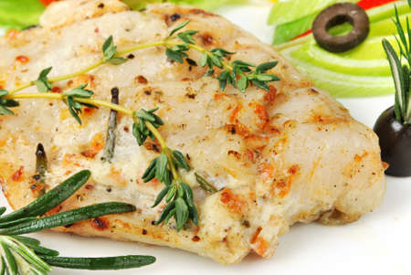 plato de pescado: Los alimentos a la plancha - Pescado a la plancha con tomate