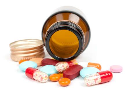 pilule: Drogas en el vial aisladas sobre fondo blanco