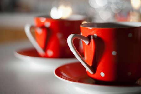 beso labios: Taza roja con un coraz�n
