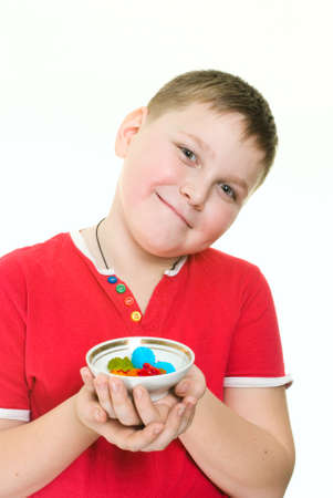 niño con caramelos