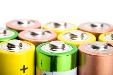bateria: pilas alcalinas aisladas sobre fondo blanco Foto de archivo