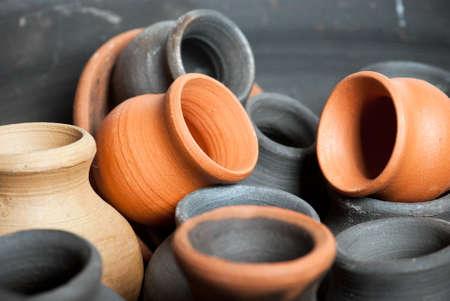 ollas de barro: ollas de arcilla Foto de archivo