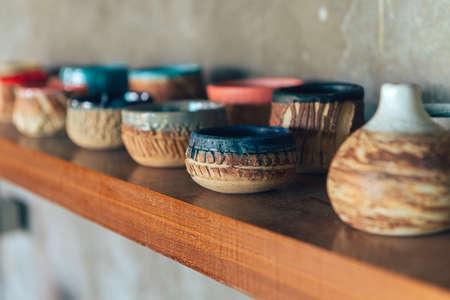 Glazed pottery in the workshop. Banco de Imagens