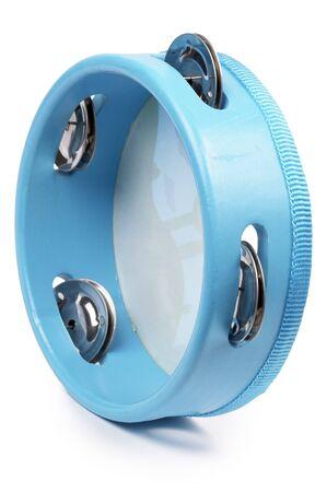 tambourine: Azul pandereta de madera aislada sobre fondo blanco
