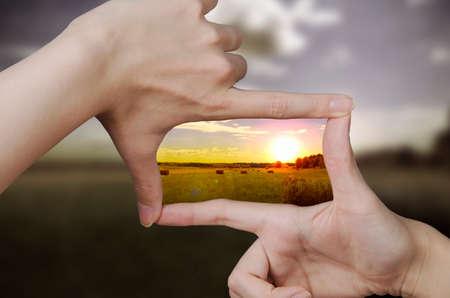 vision futuro: de la naturaleza de enfoque y los dedos, creando una plaza haciendo el paisaje mejor