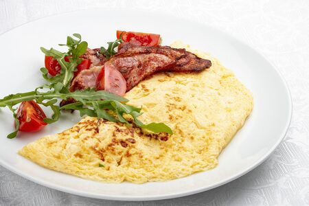 Omelet with bacon and tomatoes on white background 스톡 콘텐츠