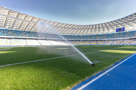 Das Bewässerungssystem auf Fußballplatz