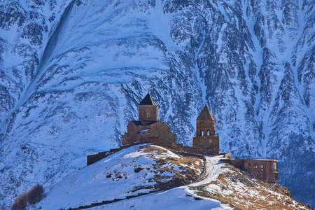 Altes Kloster Tsminda Sameba, Kazbegi, Georgia Standard-Bild - 98130577