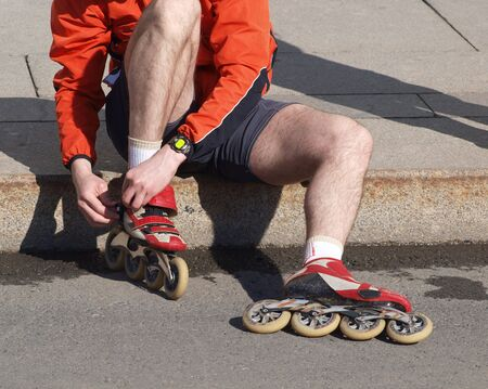 patines: Foto del atleta de color y vestirse de patines        Foto de archivo