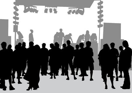 grote menigte in de voorkant van het podium