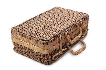 Alte Koffer aus Holz auf einem weißen Hintergrund