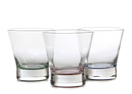 vasos de agua: Botella y vasos de agua sobre fondo blanco Foto de archivo