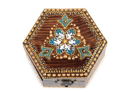 Boîte en bois peint sur blanc Banque d'images - 63141940