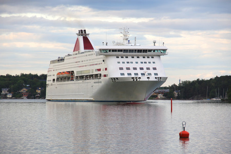 Large cruise liner Imagens - 127885359