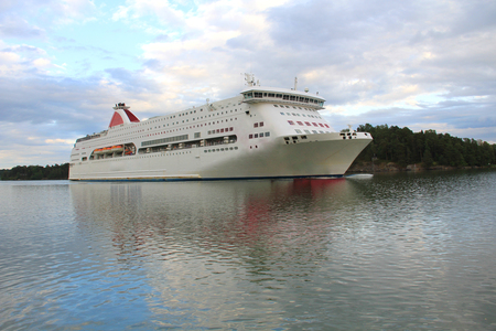 Large cruise liner Imagens - 127885361