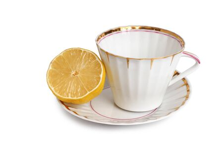 Antikes Porzellangeschirr für Tee auf weißem Hintergrund