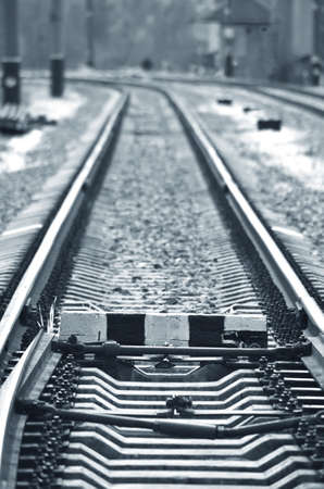 Rails stretched far. The mechanism of transfer and adhesion of rails. Monochrom Standard-Bild