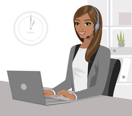 Całkiem czarna dziewczyna operatora z zestawu słuchawkowego i laptopa w biurze. Ilustracja wektorowa na białym tle. Ilustracje wektorowe