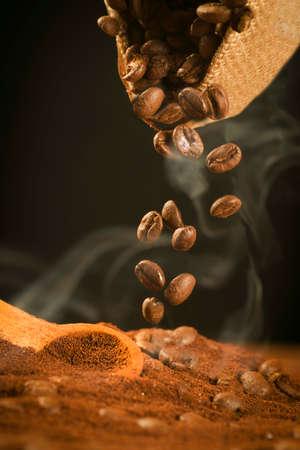 떨어지는 커피 콩