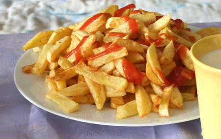 frites: franch frites on a plate