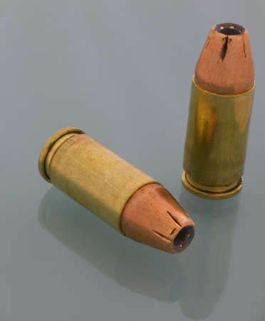 最低限 hollowpoint 自衛隊 9 mm のカートリッジ 写真素材 - 2938585