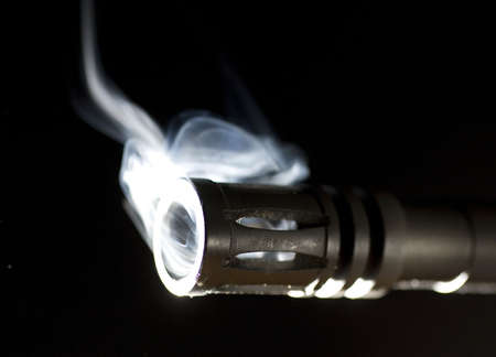 flash hider: barril y bocacha que fumar en negro Foto de archivo
