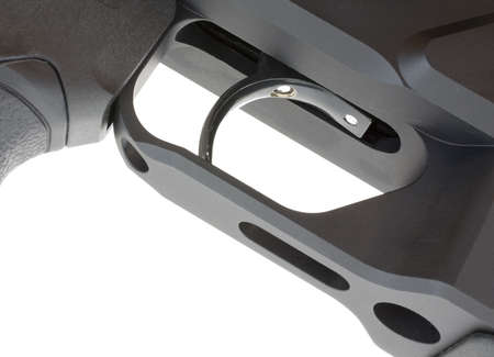 desencadenar: vistazo de la parte inferior a un desencadenador en un rifle t�ctico
