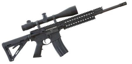 flash hider: Fusil de asalto negro con un �mbito que est� aislado en blanco