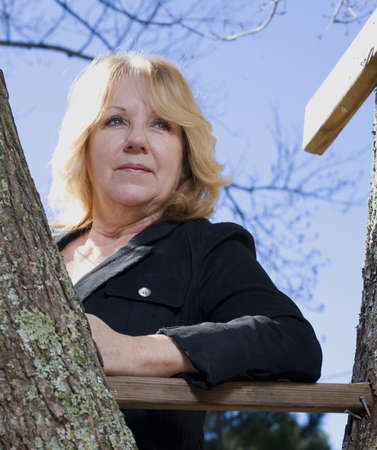 strobist: Blonde near the steps of a tree house with a longing look