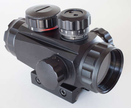 close range: Optic that is used on a weapon for close range work