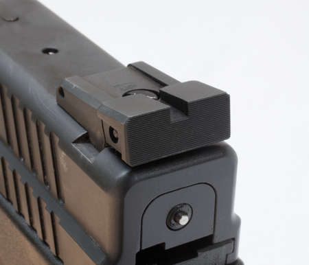 Grooved rear sight with a notch on a handgun
