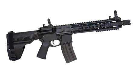 AR-15 Handfeuerwaffe, die auf einem weißen Hintergrund getrennt wird Standard-Bild - 31033588